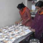 Food packets for the inmates of flood relief camp at Govt Kalady HSchool by Fort Samithi Youths